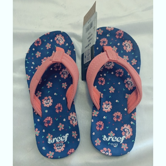dd3aec028f88 BRAND NEW Reef Little Ahi Blue Floral Sandals